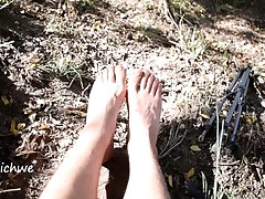 Fetish feet in the sun