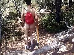 Desnudo de camino a la playa casi me pillan